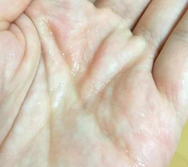 育毛剤の色は無色透明 匂いは少し揮発性の香り